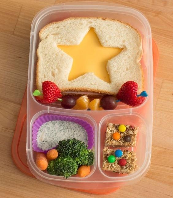 Как запаковать ланч ребенку в школу: интересные идеи, которые сделают перекус самым ожидаемым событием - фото №1