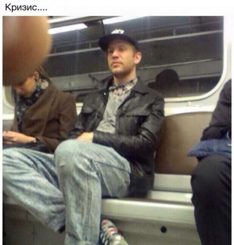 Как ездят звезды в метро: Рианна, Иван Дорн и другие - фото №1