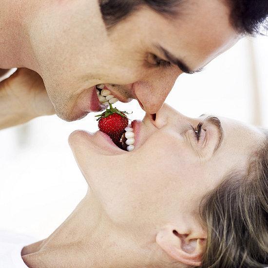 Вкусный секс: ласки с ягодами, шоколадом и сливками - фото №1