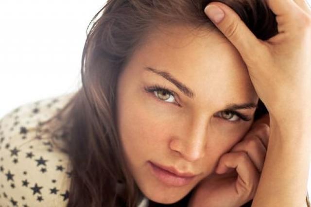 Как выглядеть свежо, если не выспалась: 8 makeup-лайфхаков - фото №8