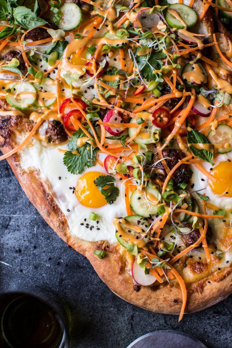 Рецепт невероятной пиццы с мясными шариками, яйцами и овощными добавками - фото №2
