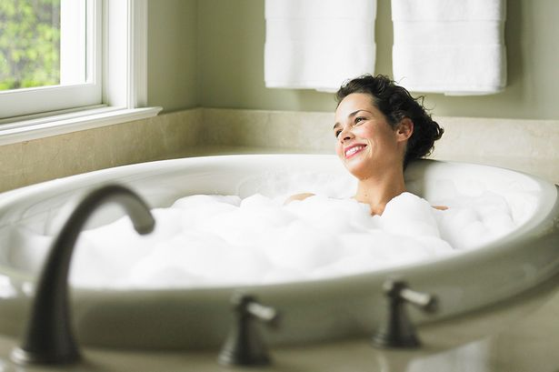 Как сделать кожу моложе в ванной - фото №1