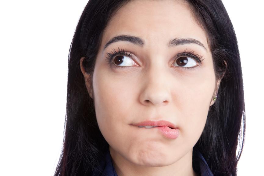 Какими простыми средствами увлажнить сухие губы - фото №1