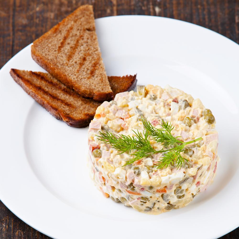 ТОП-5 вариантов рецепта оливье: салат, без которого не будет Нового года - фото №4