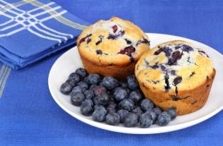 Рецепты с черникой: что можно приготовить из полезной ягоды – от вареников до пирога - фото №1