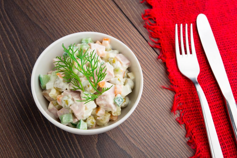 ТОП-5 вариантов рецепта оливье: салат, без которого не будет Нового года - фото №5