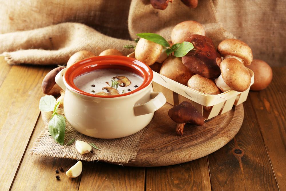 Рецепты вкуснейшего грибного крем-супа: 4 варианта блюда с шампиньонами - фото №2