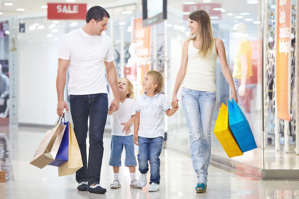 Семья на шопинге. Как уговорить мужа на шопинг
