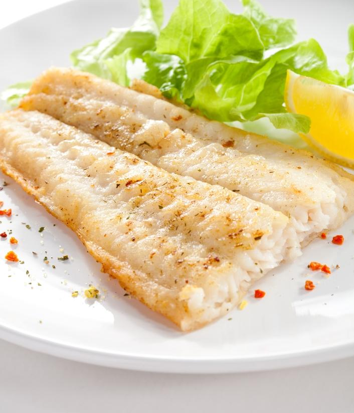 Жареная рыба с зеленью: праздничный рецепт с соевым соусом - фото №1