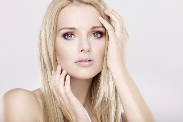 Пошаговая инструкция: делаем стильный макияж для блондинок с голубыми, серыми и карими глазами (+ВИДЕО) - фото №5
