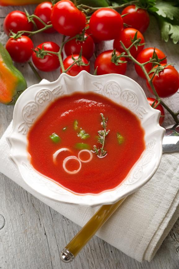 Чем питаться в жару: рецепты холодных супов - фото №2