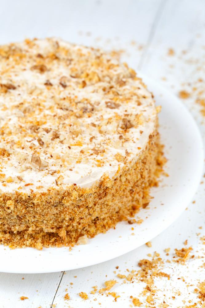 Торт сметанник: как приготовить полюбившийся с детства десерт - фото №3