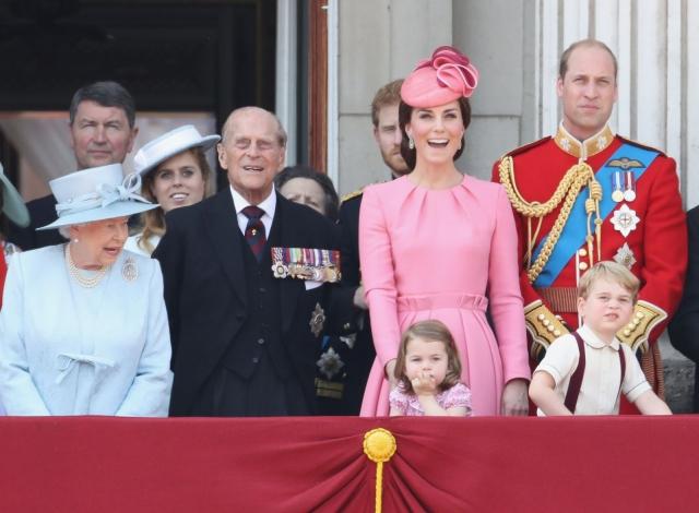 Розовое настроение: Кейт Миддлтон с детьми умилили образами в ярких тонах (ФОТО) - фото №3