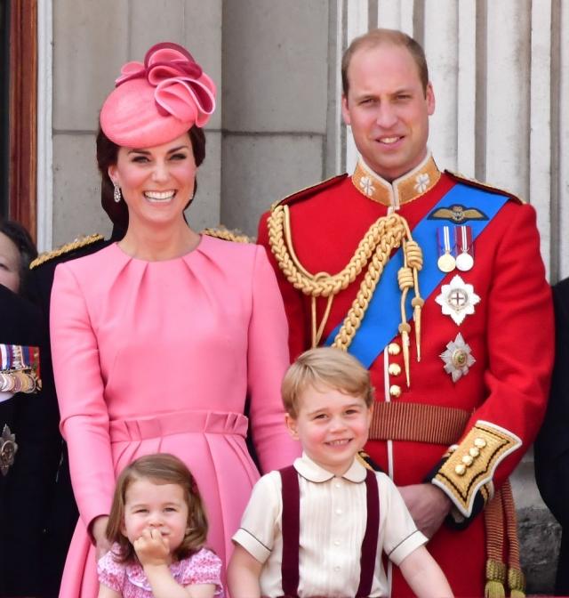 Розовое настроение: Кейт Миддлтон с детьми умилили образами в ярких тонах (ФОТО) - фото №2