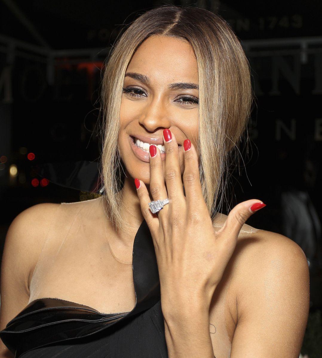 Сиара показала помолвочное кольцо - фото №2