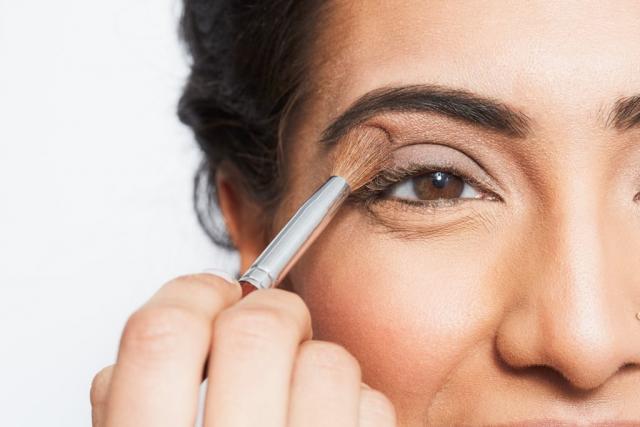 Как выглядеть свежо, если не выспалась: 8 makeup-лайфхаков - фото №1