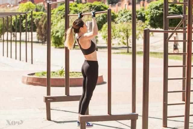 Тренер говорит: комплексная тренировка с подтягиваниями для верхней части тела (качаем мышцы рук, плечей, спины) - фото №16