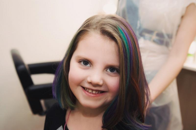 Больше цвета: как решиться на цветное окрашивание и что надо знать о процедуре - фото №11