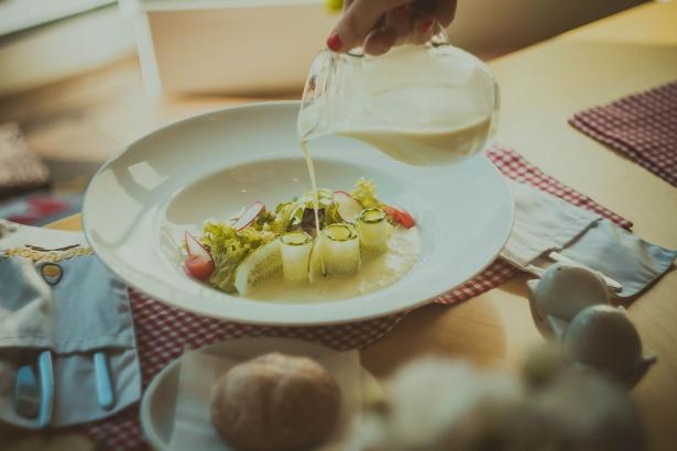 Что попробовать в августе: арбузный фреш и профитроли в Желтке - фото №4