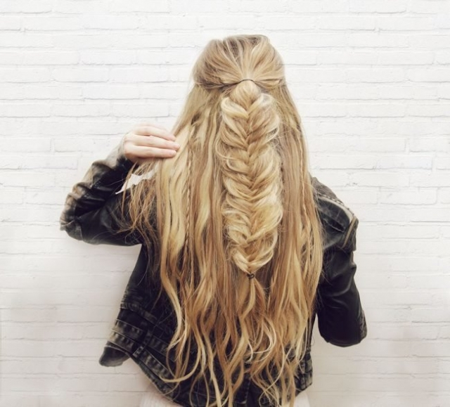 """Как плести косу """"рыбий хвост"""": учимся делать стильное плетение на все случаи жизни - фото №10"""