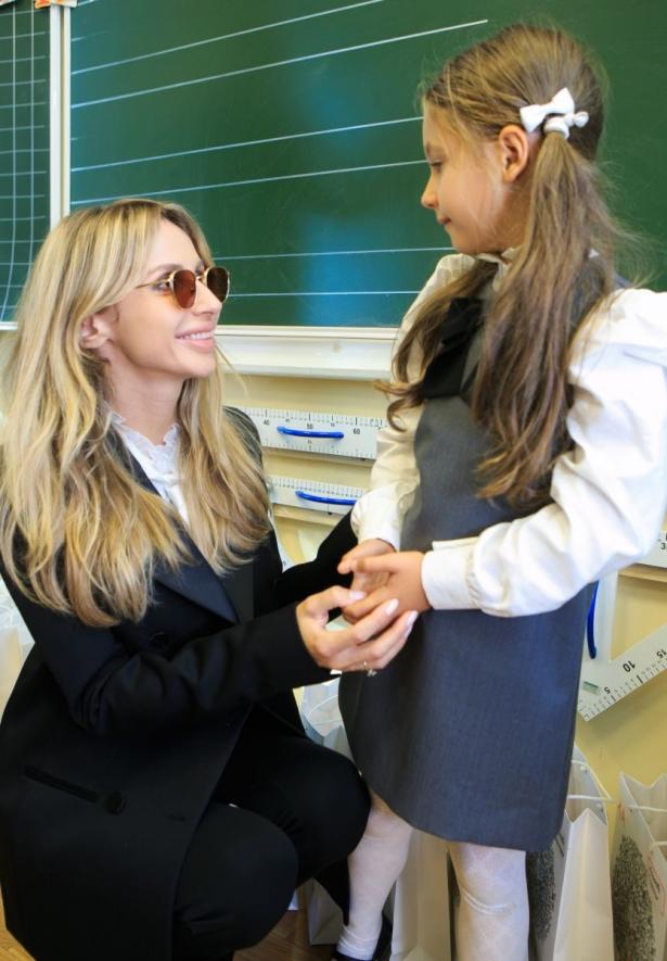 дочь лободы пошла в школу