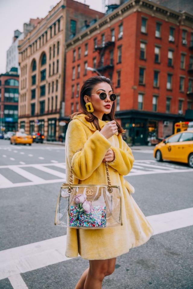 Модный тренд 2018 — пластиковая прозрачная сумка - фото №8