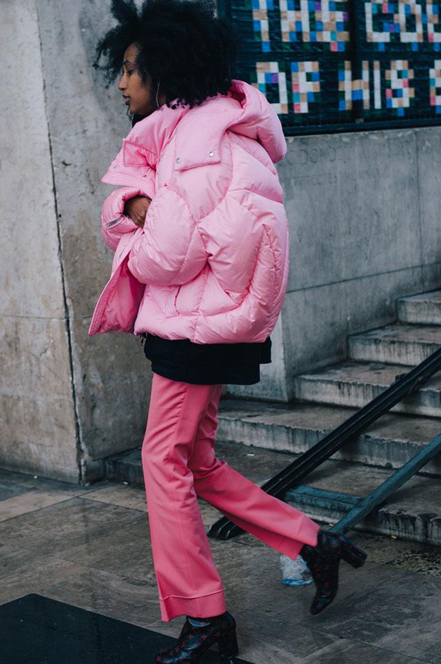 Street style: розовый – цвет сезона на Неделе моды в Париже 2016/17