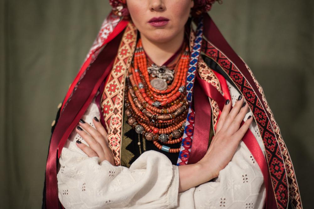 Зачем Ефросинина, Фреймут и Фролова переоделись в украинские костюмы - фото №3