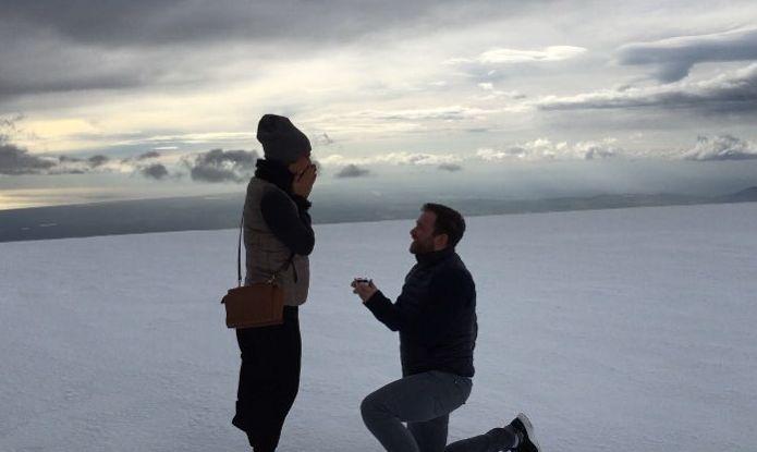 Холостячка Селюкова показала обручальное кольцо с бриллиантом - фото №1