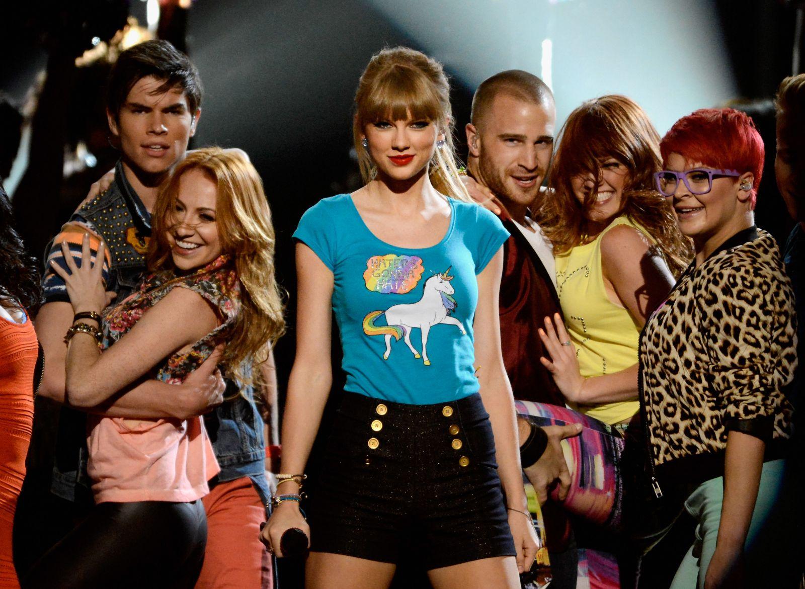 Звездам вручили награды на Billboard Music Awards-2013 - фото №1