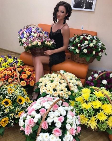 Ольгу Бузову одаривает цветами тайный поклонник (ФОТО) - фото №1