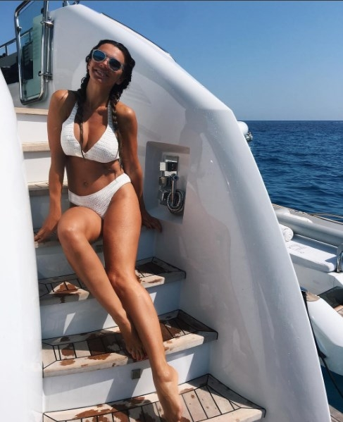 Анна Седокова опровергла беременность, показав стройную фигуру в купальнике (ФОТО) - фото №1