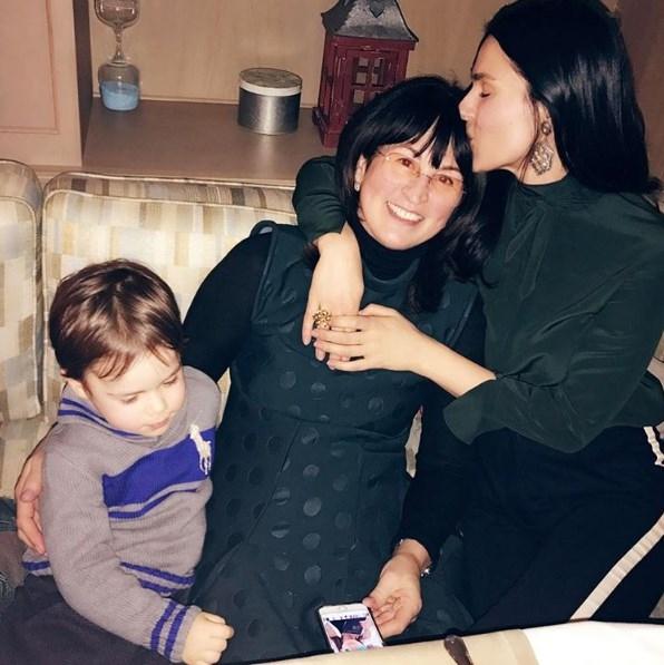 Маша Ефросинина рассказала о личной жизни и карьере матери-именинницы (ФОТО) - фото №1