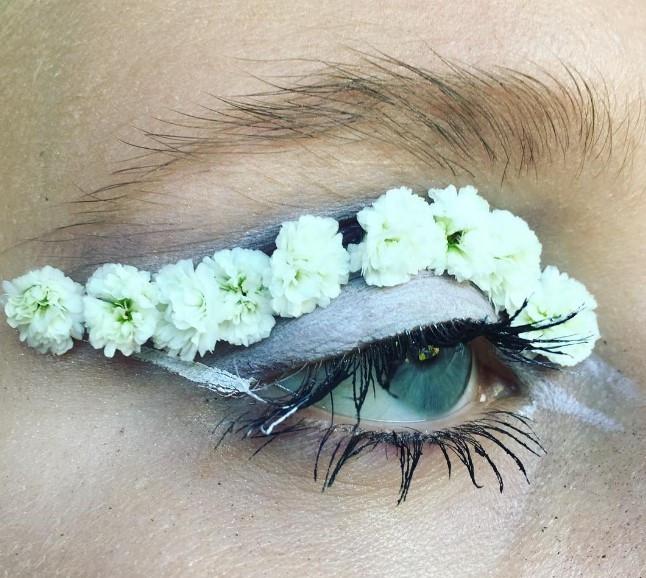 Слишком красиво: цветы-стрелки, как идея для макияжа на свадьбу, фотосессию или вечеринку - фото №4
