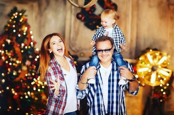 Наталья Подольская поделилась праздничным ФОТО с мужем и сыном - фото №1
