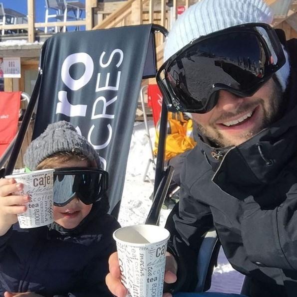 Дмитрий Шепелев отдыхает с 3-летним сыном в горах: новые ФОТО подросшего Платона - фото №1
