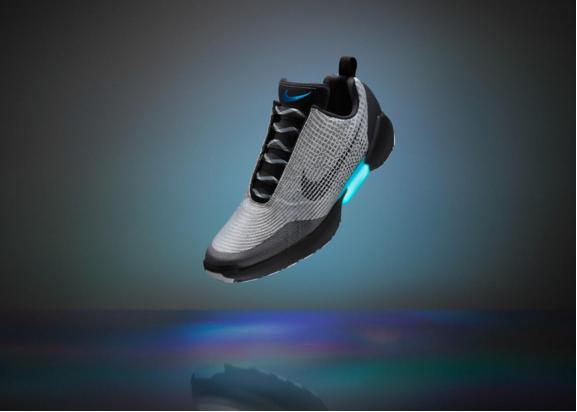 Nike выпустил самозашнуровывающиеся кроссовки