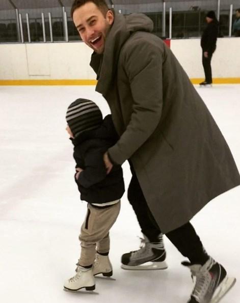 Дмитрий Шепелев учит 3-летнего сына фигурному катанию (ФОТО) - фото №1