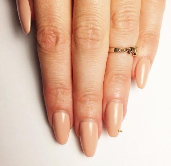 Вот это прокол: пирсинг-ногтей снова в трендах маникюра - фото №6