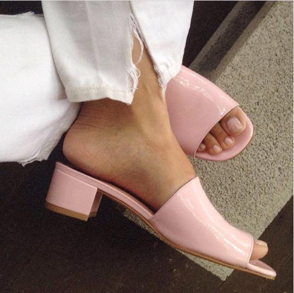 Как модные девушки одеваются летом: 30 стильных образов из Instagram