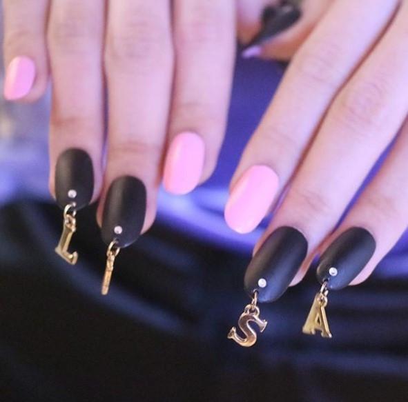 Вот это прокол: пирсинг-ногтей снова в трендах маникюра - фото №4