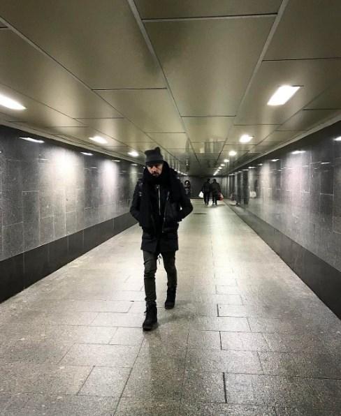 Дима Билан шокировал своим поведением на эскалаторе метро (ВИДЕО) - фото №1