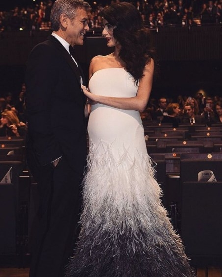 Счастливый Джордж Клуни с беременной женой восхитили очередным выходом в свет (ФОТО) - фото №2