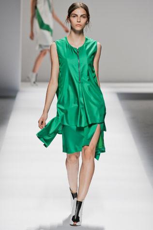 Тренд: изумрудно-зеленый цвет - как и с чем носить - фото №10