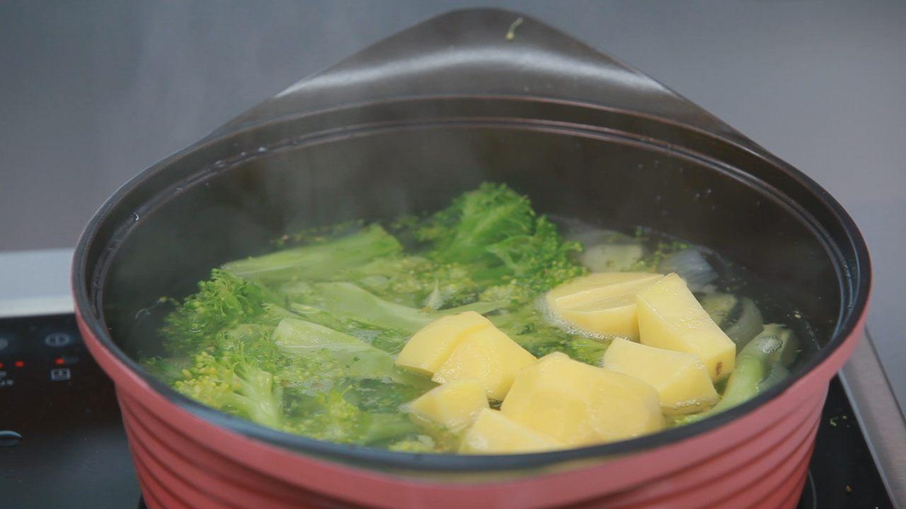 Суп-пюре из брокколи. Видео-рецепт - фото №4