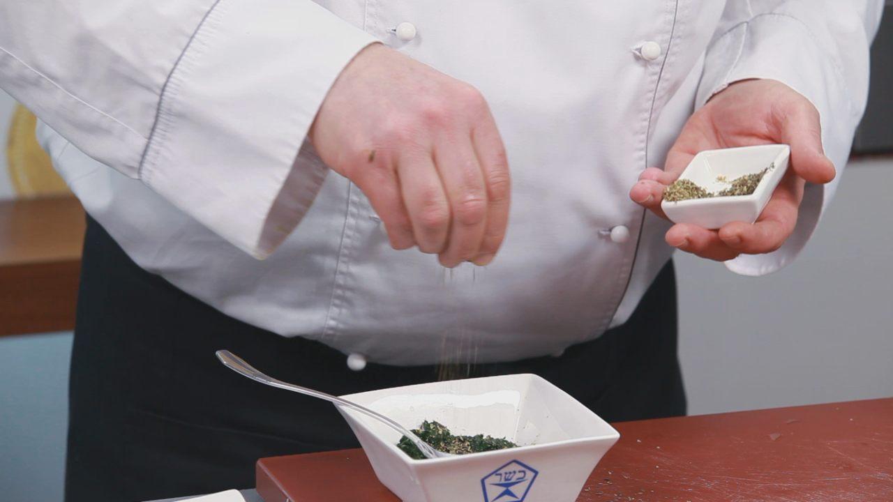 Бруски феты в шпинате с томатным соусом. Видео-рецепт - фото №5