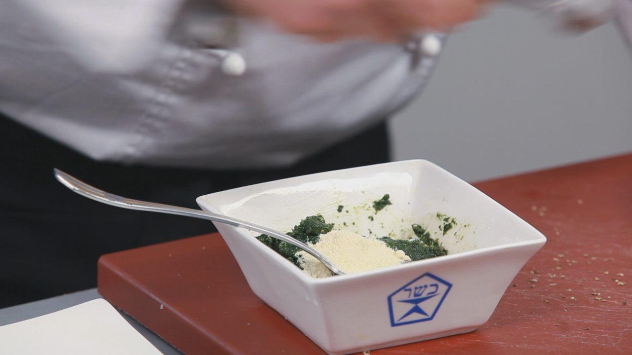 Бруски феты в шпинате с томатным соусом. Видео-рецепт - фото №6