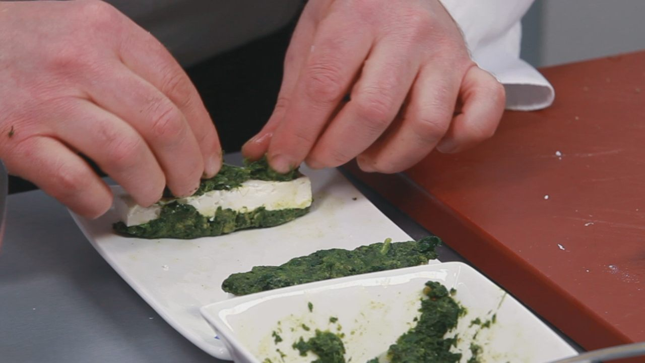 Бруски феты в шпинате с томатным соусом. Видео-рецепт - фото №7