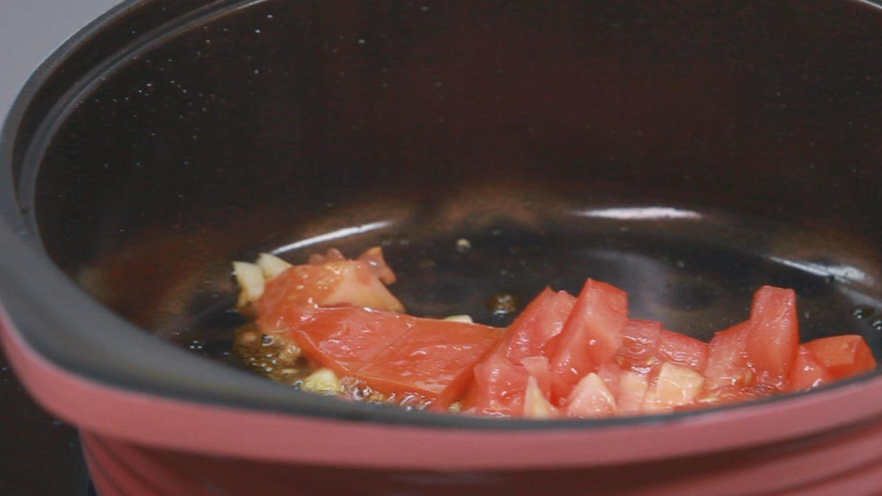 Бруски феты в шпинате с томатным соусом. Видео-рецепт - фото №9
