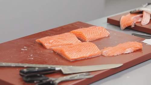 Как правильно разделывать лосося? Видео - фото №6